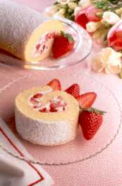 Strawberry log cake